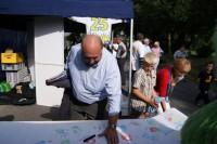 """Lommetz beim Strassenfest in Oedt: """"Handabdruck"""" gegen den steigenden Verkehr"""